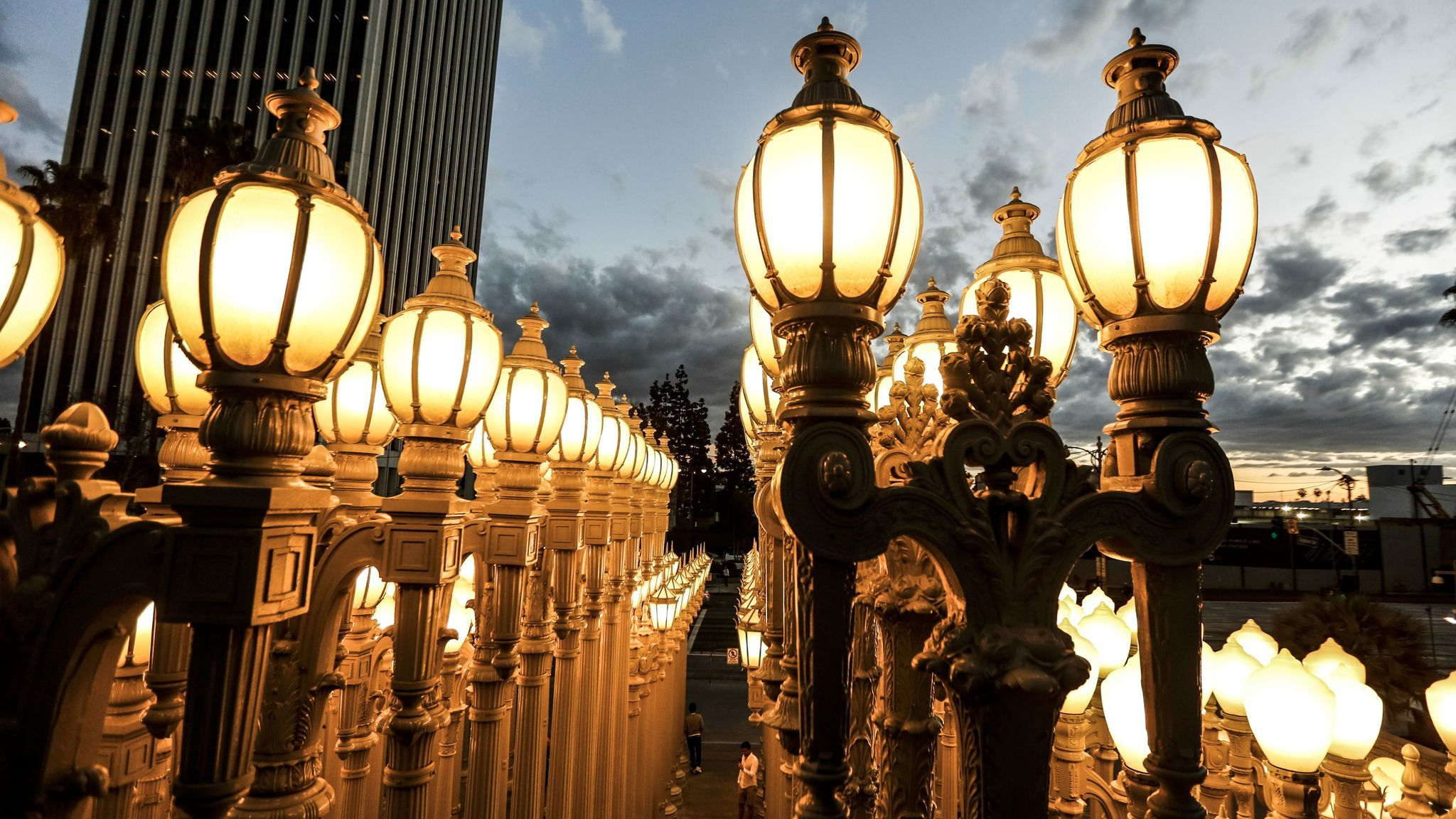 Urban Light Everything You Didnt Know About Las Beloved How To Run Multiple Lights On One Switch The Broadway Roses Is Artists Favorite Work Standing 26 Feet Tall And Tallest Of Maria Alejandra Cardona Los Angeles Times