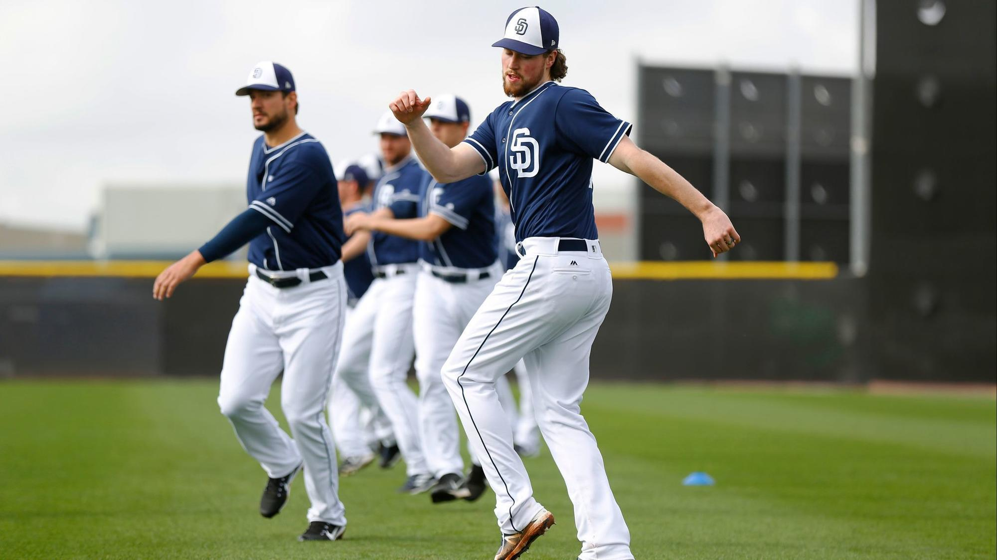Sd-sp-padres-carter-capps-padres-delivery-hop-0216