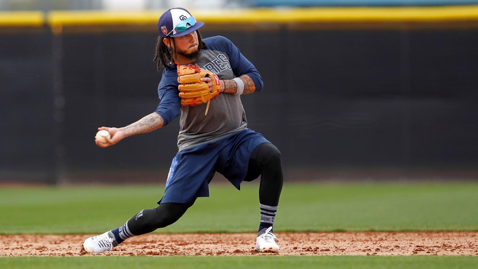 Sd-sp-padres-back-up-shortstop-spring-training-20180216