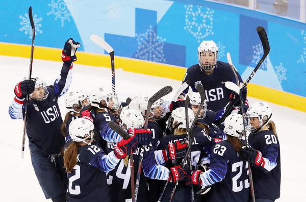 U.S. women's hockey team advances to the gold medal game