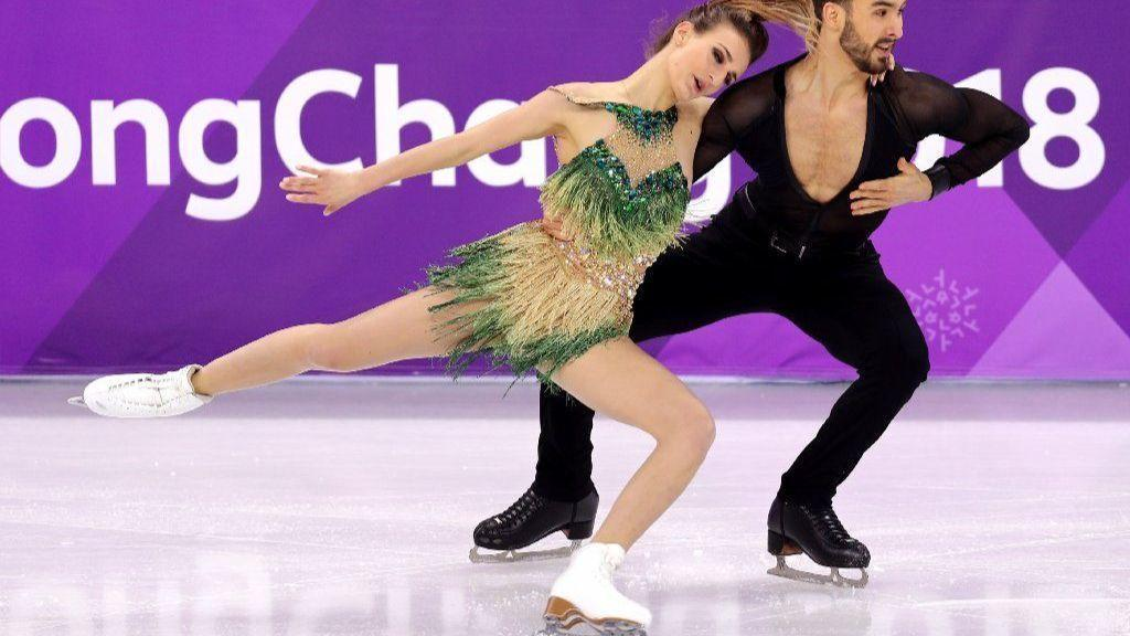 Ice Dancer Gabriella Papadakis Holds Wardrobe Malfunction Nightmare Chicago Tribune