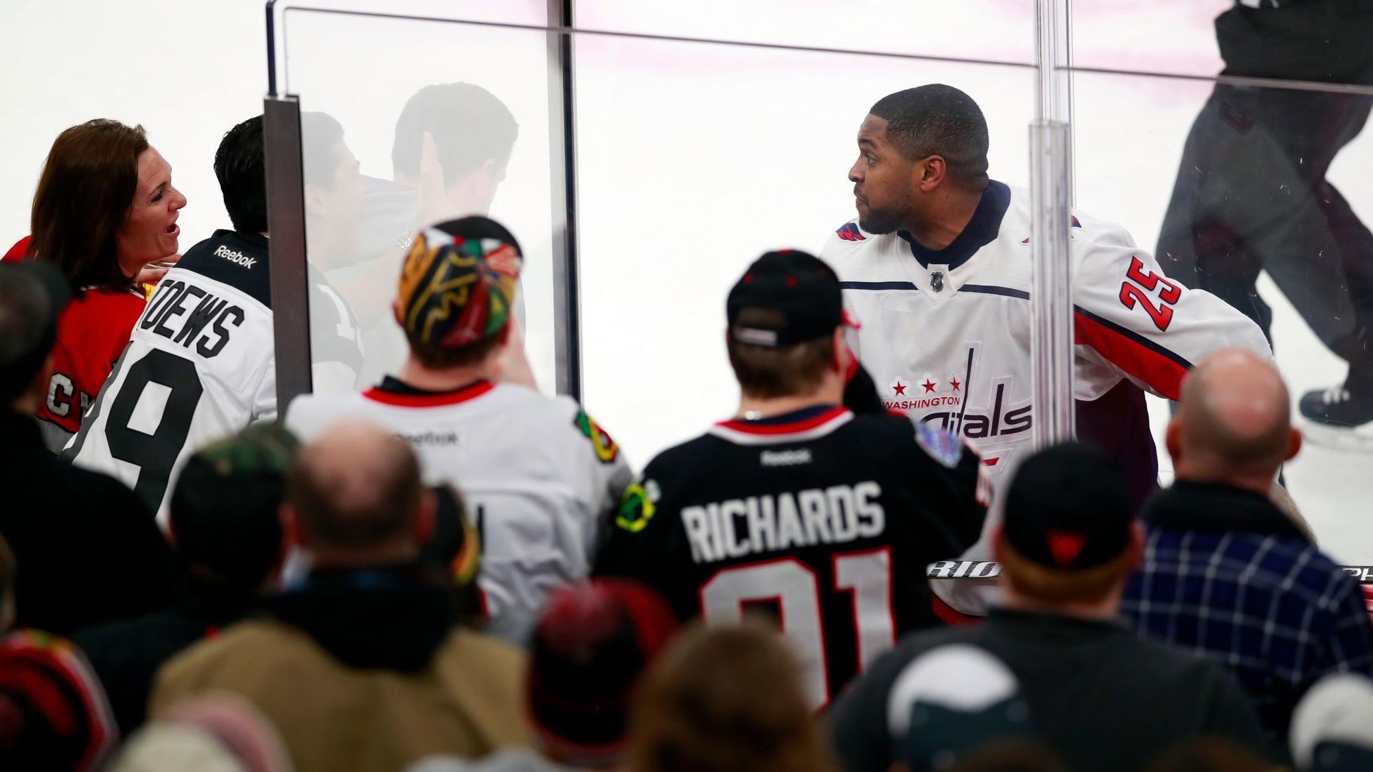 Ct-spt-blackhawks-smith-pelly-racism-donations-rosenbloom-20180221