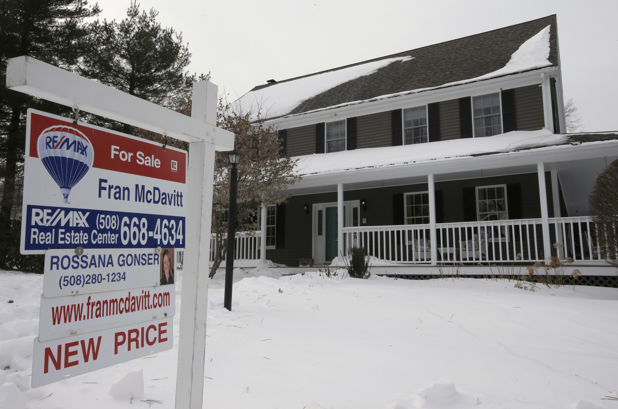 Sales of U.S. homes fall year over year by most in 3½ years