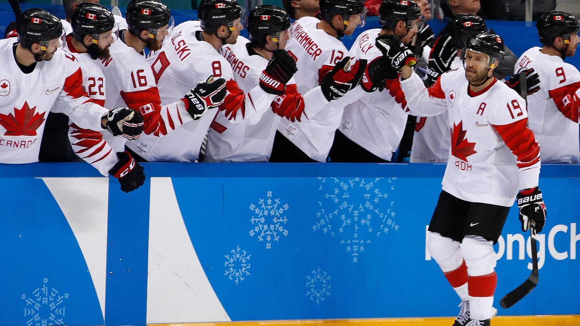 Znalezione obrazy dla zapytania pyeongchang 2018 ice hockey bronze medal canada czech republic andrew ebbett