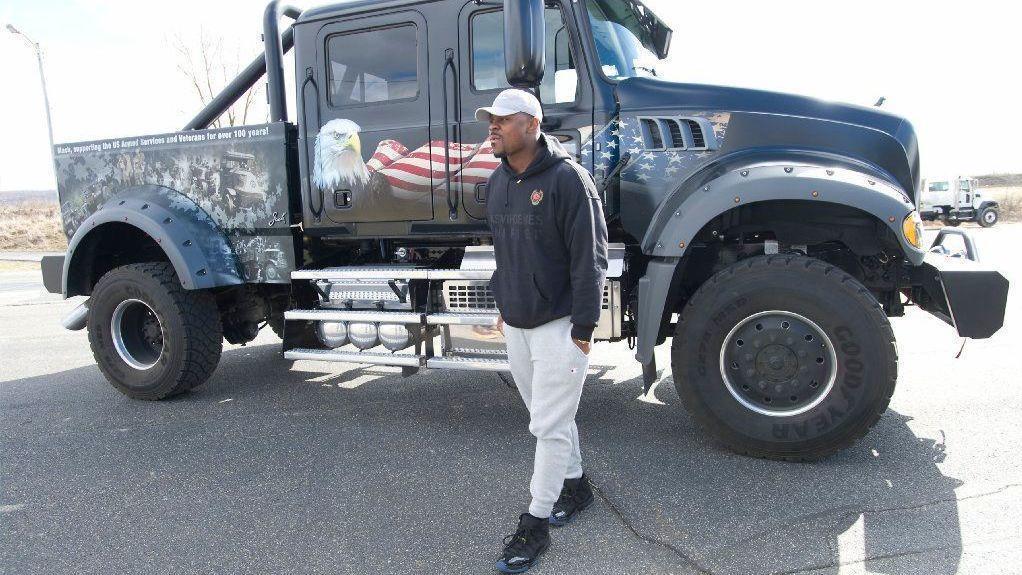 Nfl Star Khalil Mack Partnered With Mack Trucks Stops By Companys
