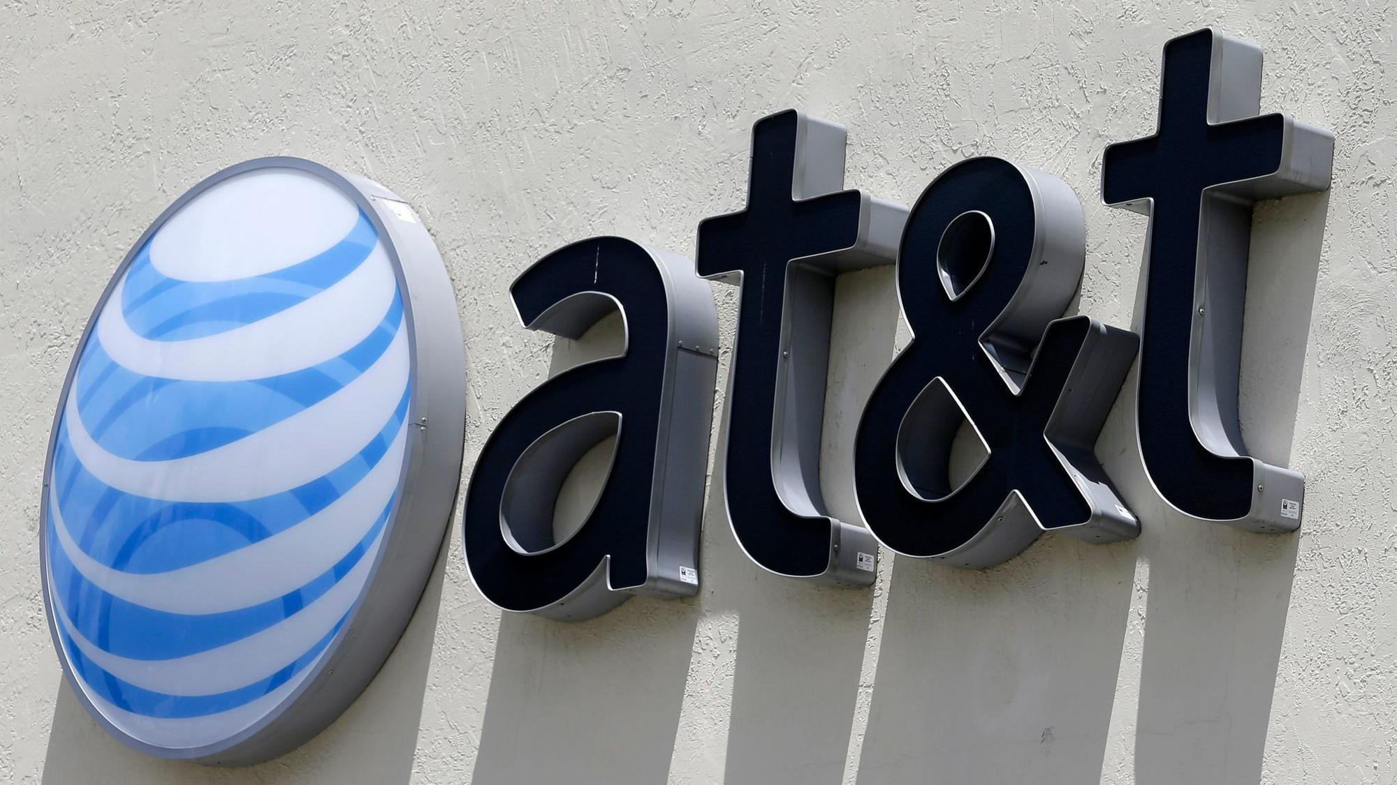 AT&T adding 500 jobs for new Chicago call center