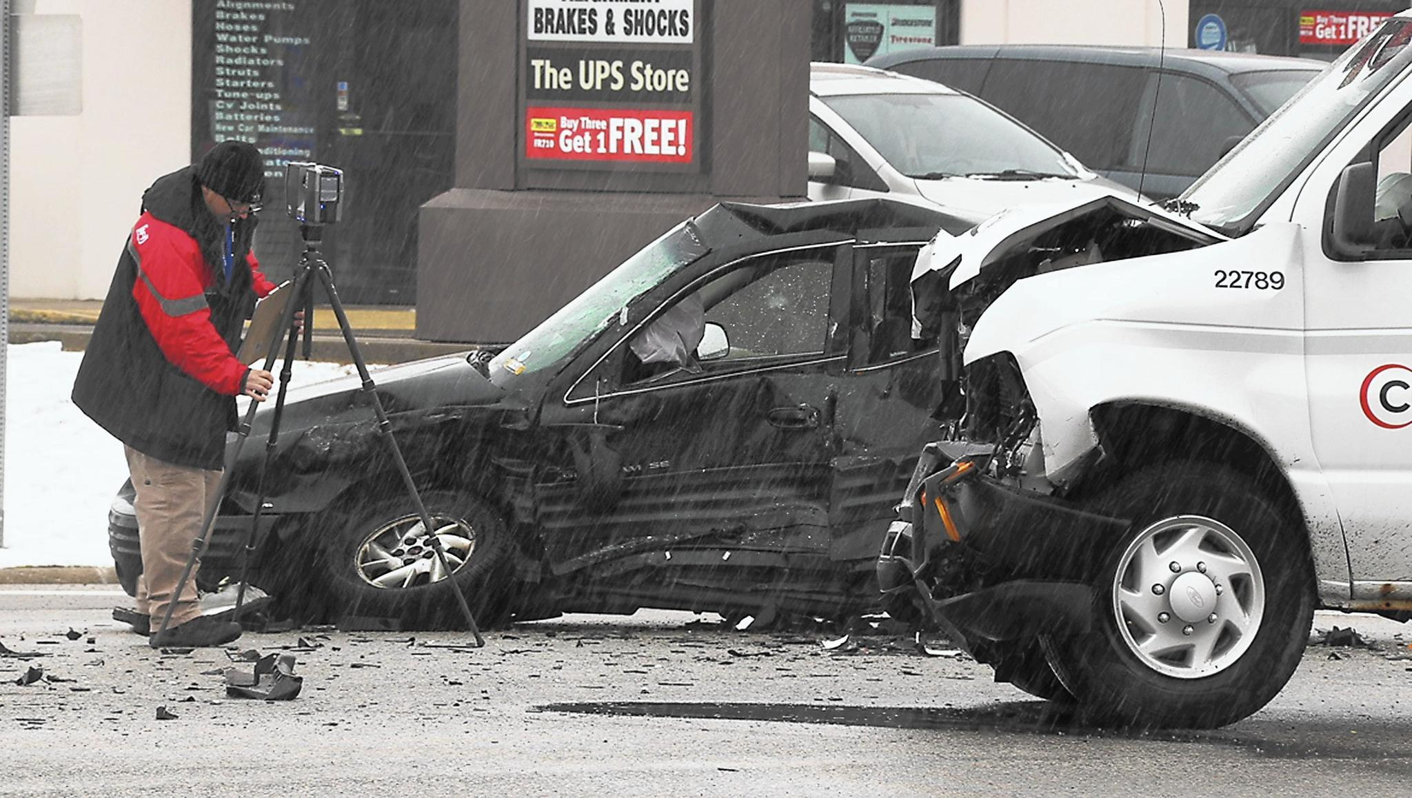 Waukegan woman dies following crash near Fountain Square - Lake ...