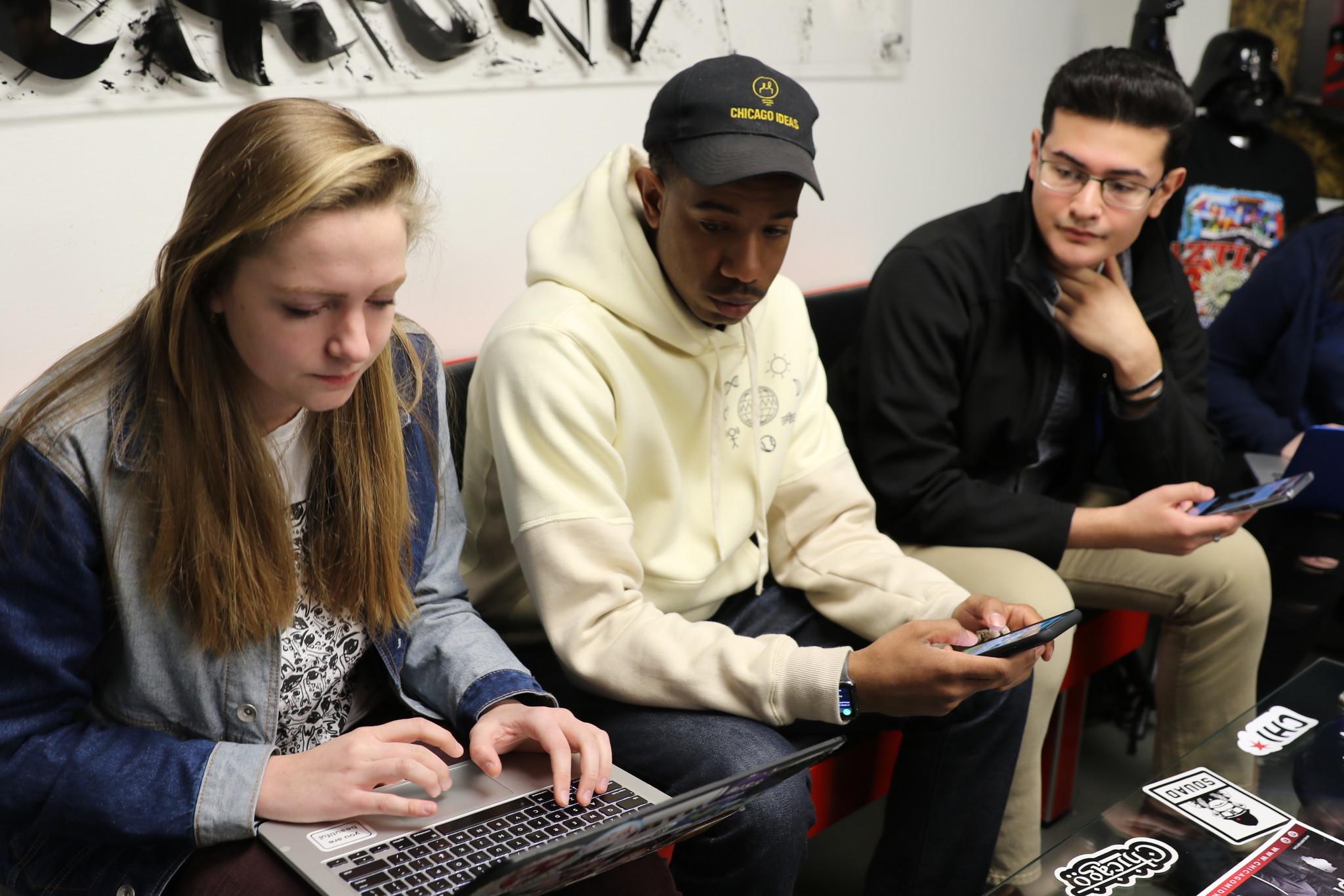 Ct-hoy-estudiantes-de-secundaria-en-chicago-emprenden-un-movimiento-para-que-sus-companeros-salgan-a-votar-20180309