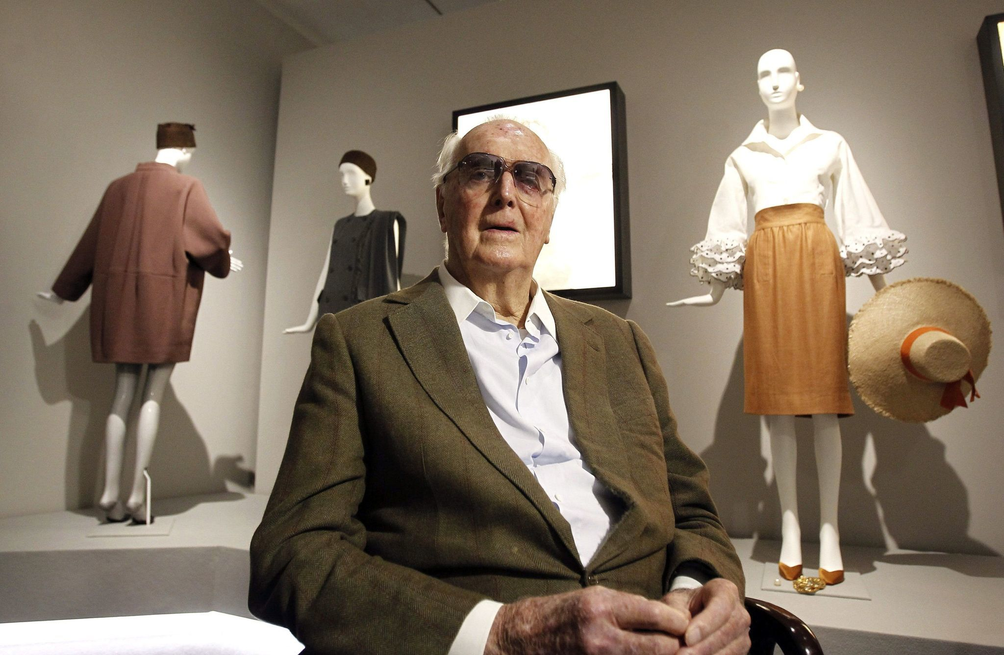 Hubert de Givenchy, French fashion designer: biography, personal life, career 44