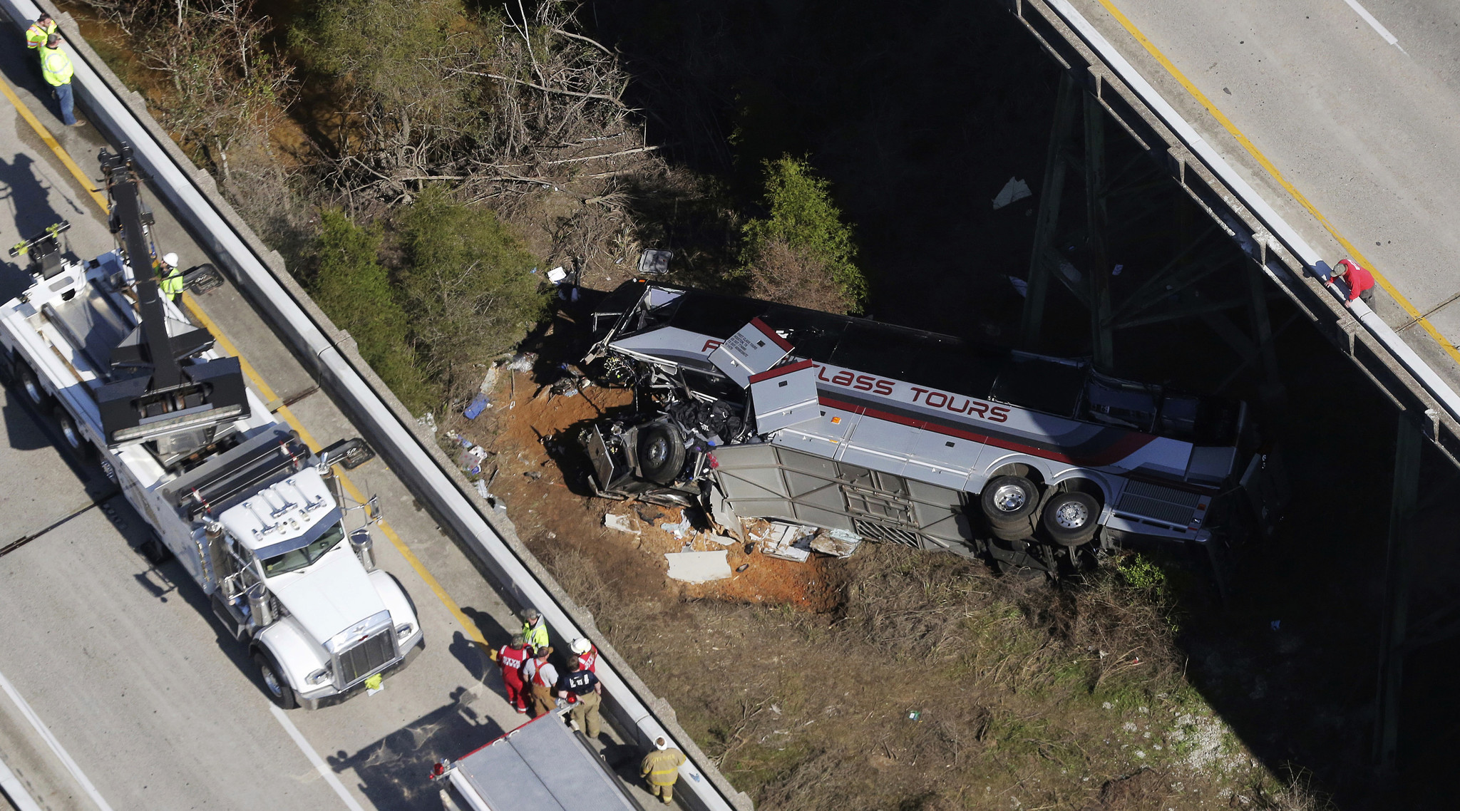 One dead, many injured after bus carrying Texas high school students plunges into ravine