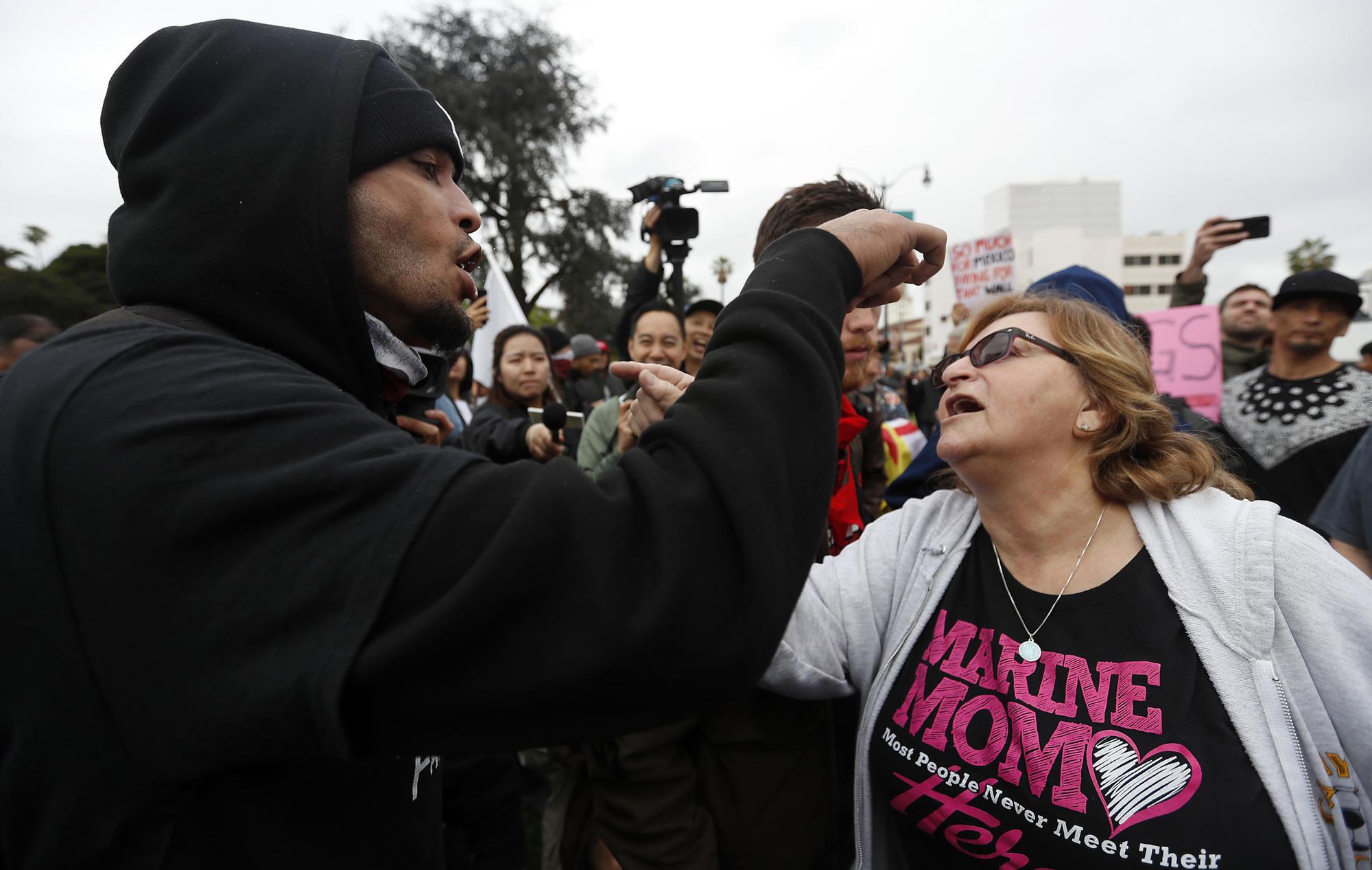 3041030_la-me-trump-protest-la001_LS