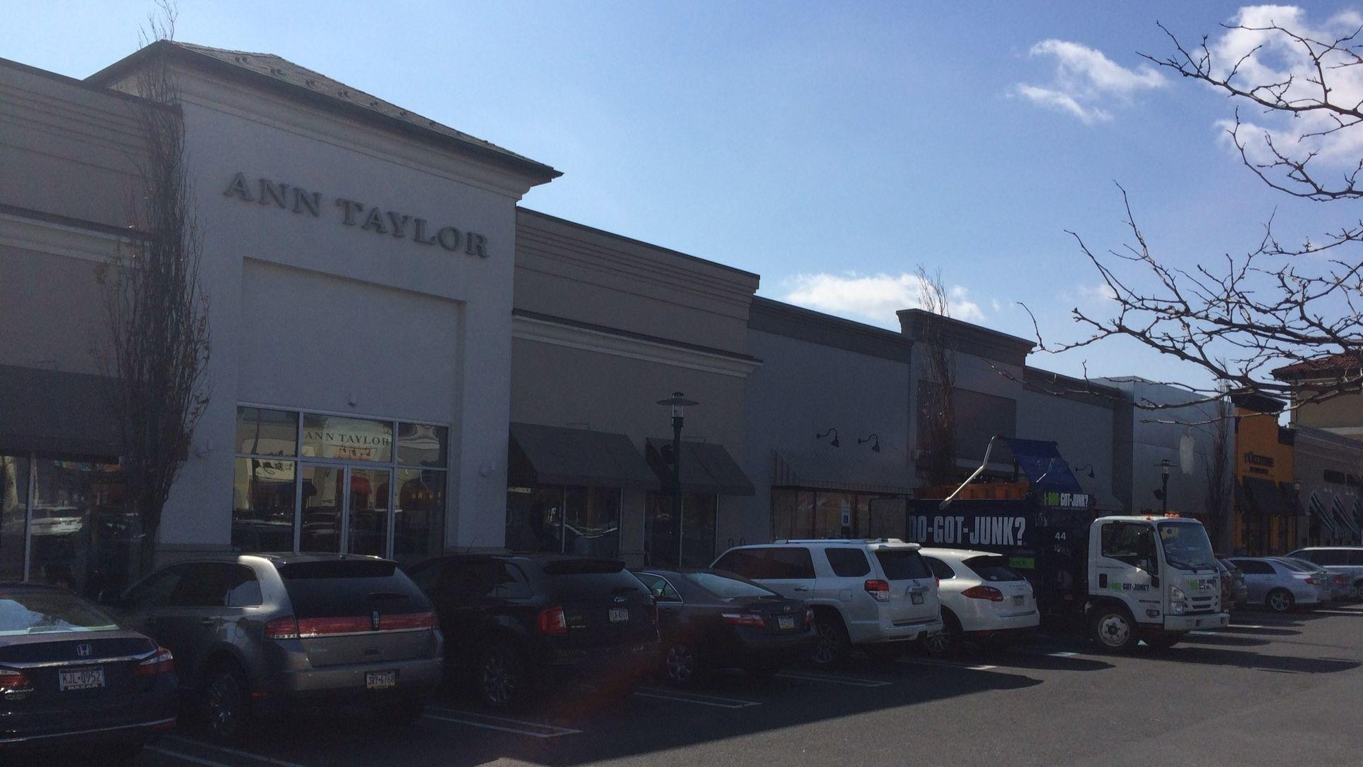 Lehigh Valley Mall is a super-regional, two-level, enclosed shopping mall with attached outdoor Lifestyle Center located in Whitehall, PA at the intersection of Rt and Rt Lehigh Valley Mall is the dominant regional shopping mall serving Allentown, Bethlehem and Easton with shops ranging from women's fashion to specialty retail to children's apparel.