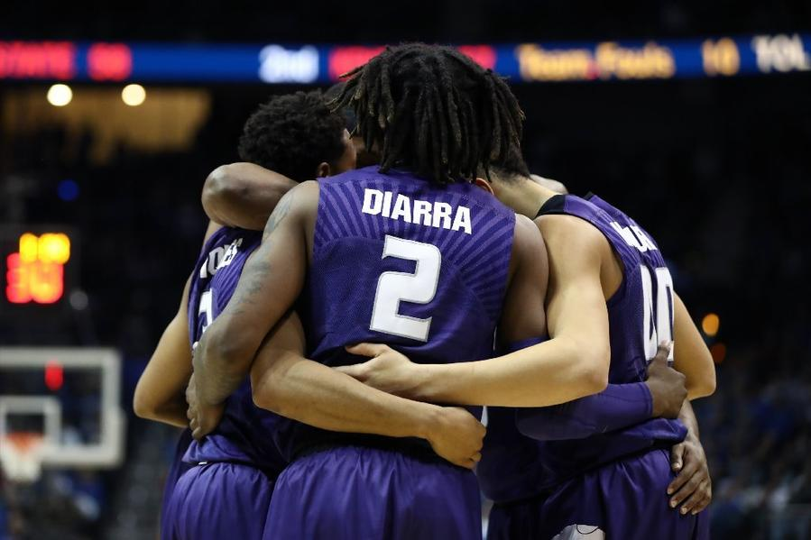 Kansas State's Cartier Diarra huddles with teammates during the second half against Kentucky. (Ronald Martinez / Getty Images)