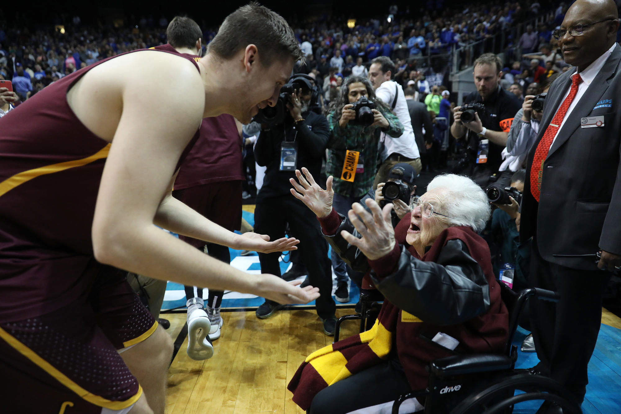 Ct-spt-loyola-ramblers-ncaa-tournament-rosenbloom-20180323