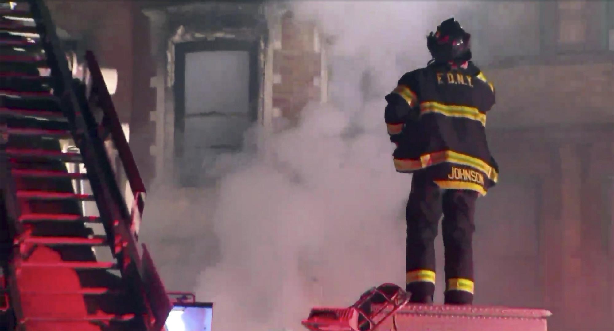 NYC firefighter dies b...