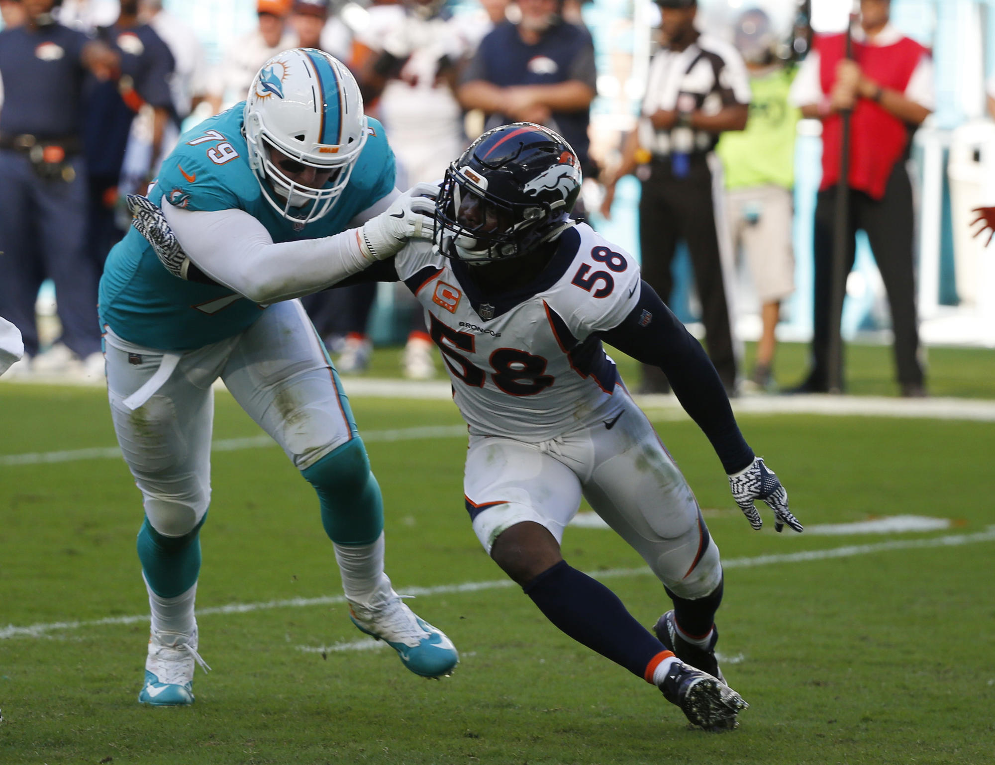Fl-sp-miami-dolphins-re-sign-sam-young-032318