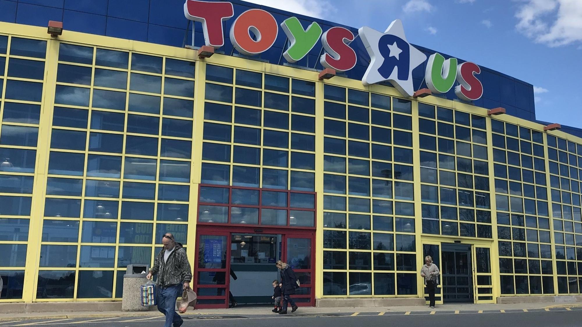Toys R S : Whitehall toys r us launches going out of business sale