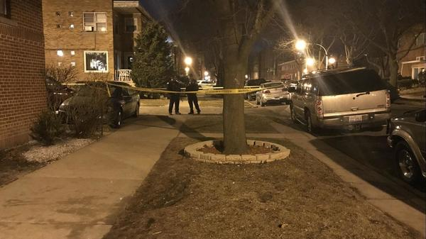 'Are you okay,' neighbor yells to man wounded in West Rogers Park shooting. 'No, I'm not okay,' man replies | Chicago Tribune