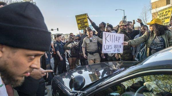 Unrest intensifies in Sacramento over police killing of unarmed Stephon Clark | Los Angeles Times