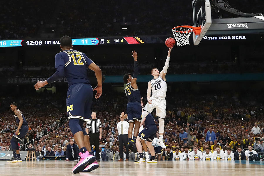 Donte DiVincenzo #10 of the Villanova Wildcats drives to the basket. (Tom Pennington/Getty Images)