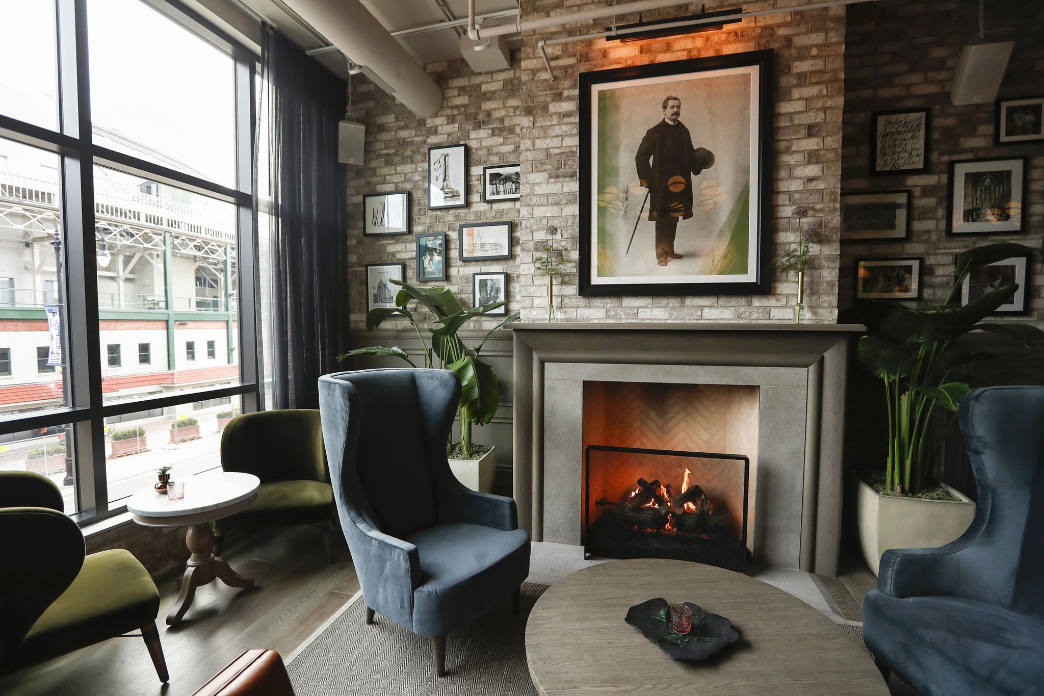 New Hotel Stylishly Complements Wrigley Field, But Canu0027t Match Its  Authenticity   Chicago Tribune