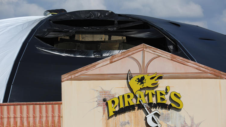 Pictures: Fire at Pirate's Dinner Adventure
