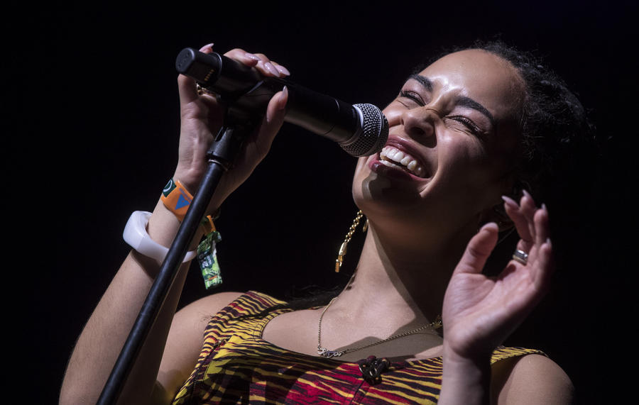Jorga Smith takes the stage Saturday. (Brian van der Brug / Los Angeles Times)