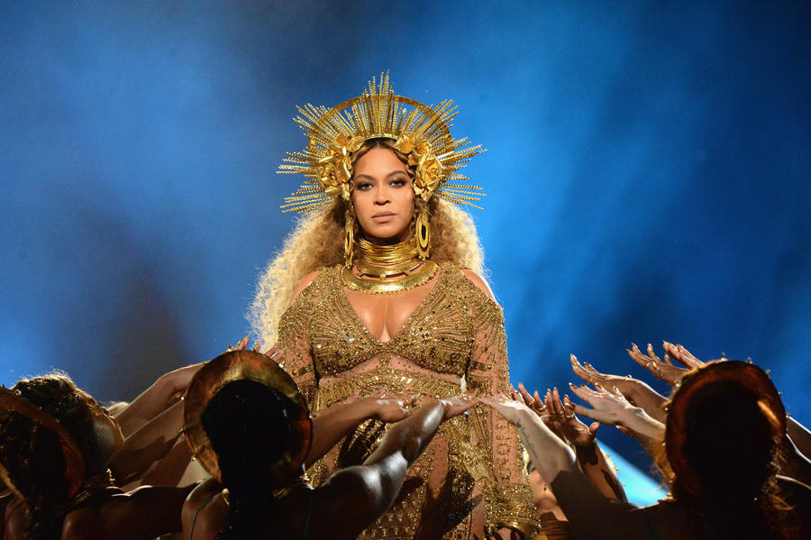 Beyoncé performs onstage during the Grammy awards. (Getty Images)