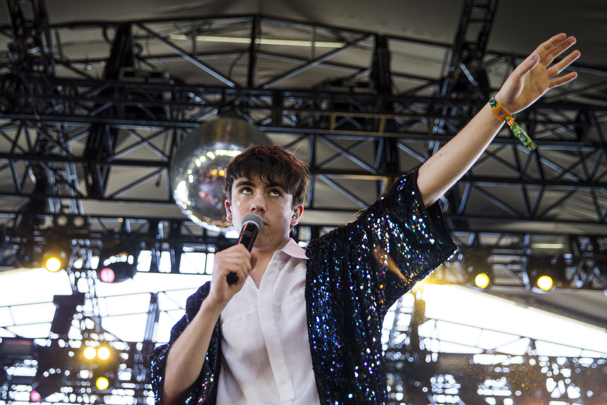 Declan McKenna performs Saturday at the Coachella Valley Music and Arts Festival. (Kent Nishimura / Los Angeles Times)