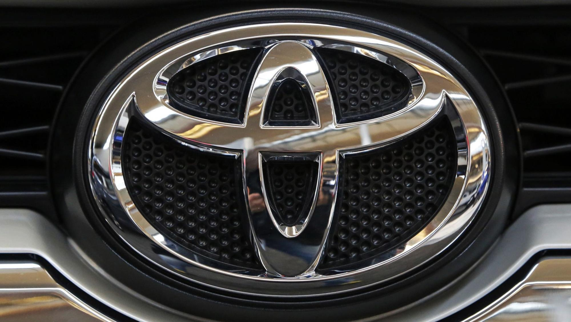 toyota says its models will begin to talk to other vehicles about safety hazards starting in. Black Bedroom Furniture Sets. Home Design Ideas