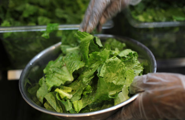 E. coli outbreak warning expands to all romaine lettuce