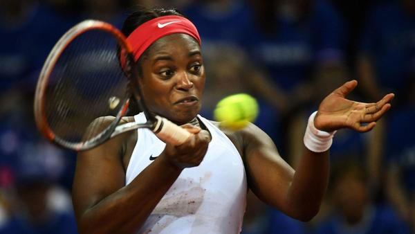 U.S. takes 1-0 lead over France in Fed Cup semifinals
