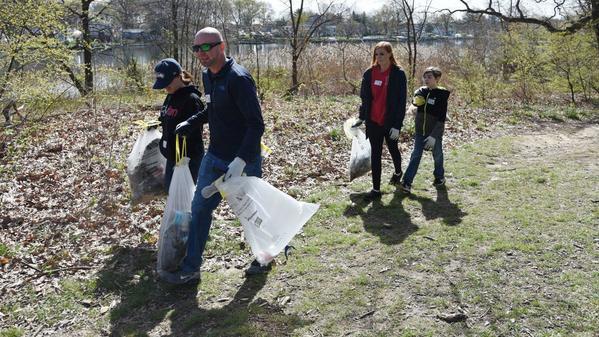 Ahead of Earth Day, volunteers clean up Bear Creek Park in Dundalk | Baltimore Sun