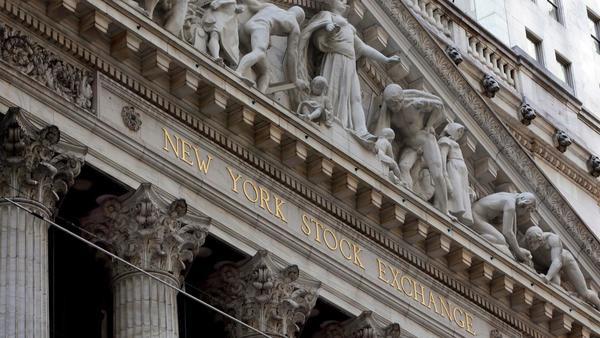 Stock selloff pushes Dow down 400-plus points; 10-year Treasury yield touches 3% milestone