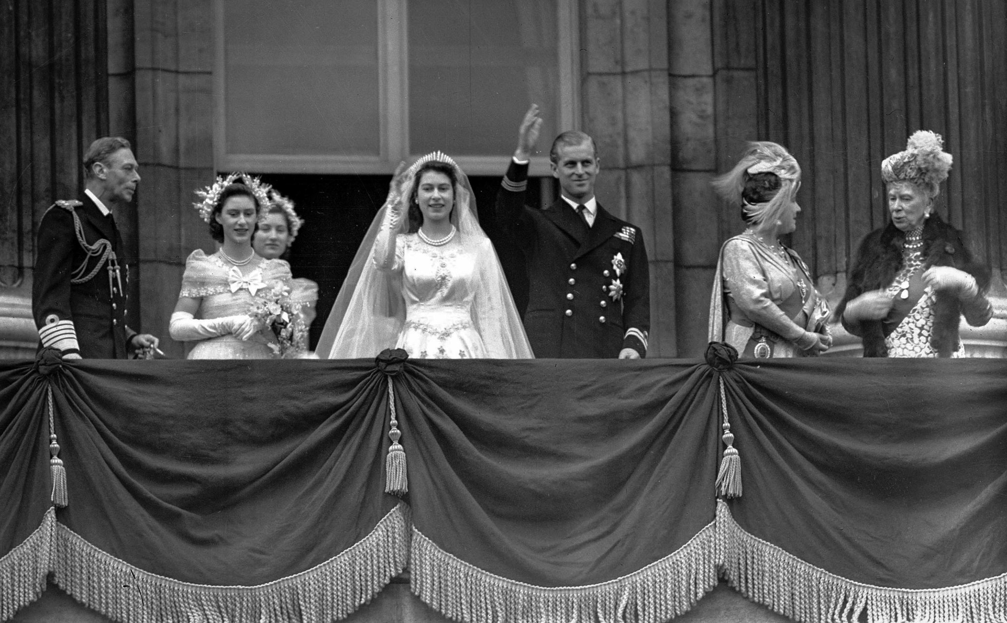 Balcony royal wedding picture