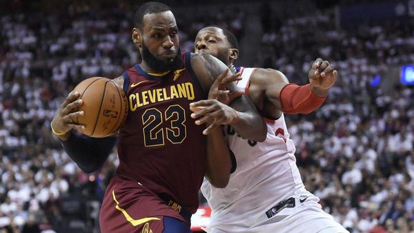 NBA playoffs: LeBron James' triple-double leads Cavaliers over Raptors; Stephen Curry scores 28 in return to lead Warriors past Pelicans