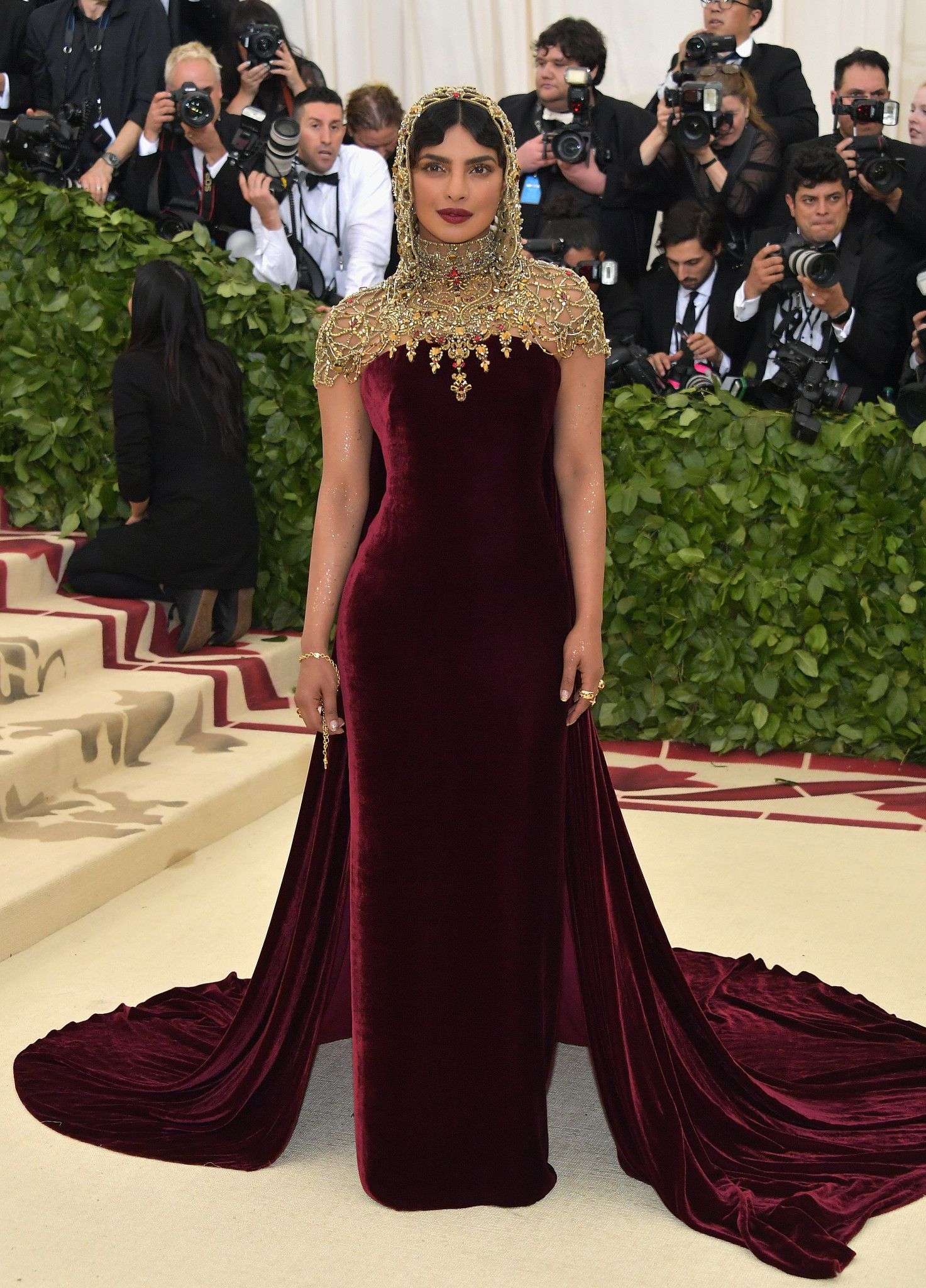 For the 2018 Met Gala, Priyanka Chopra has her styled in a clear reference to images of the Virgin Mary.