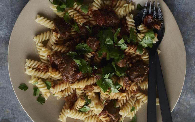 Rotini with spicy chicken liver sauce