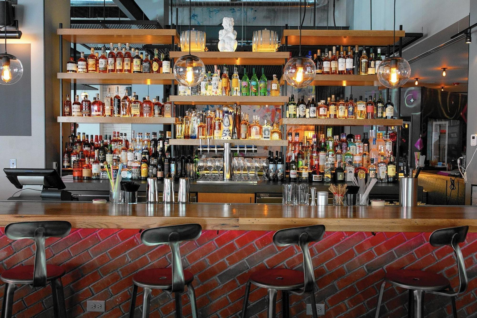 Moxy hotel opens Wednesday, welcoming \'fun hunters\' to River North ...