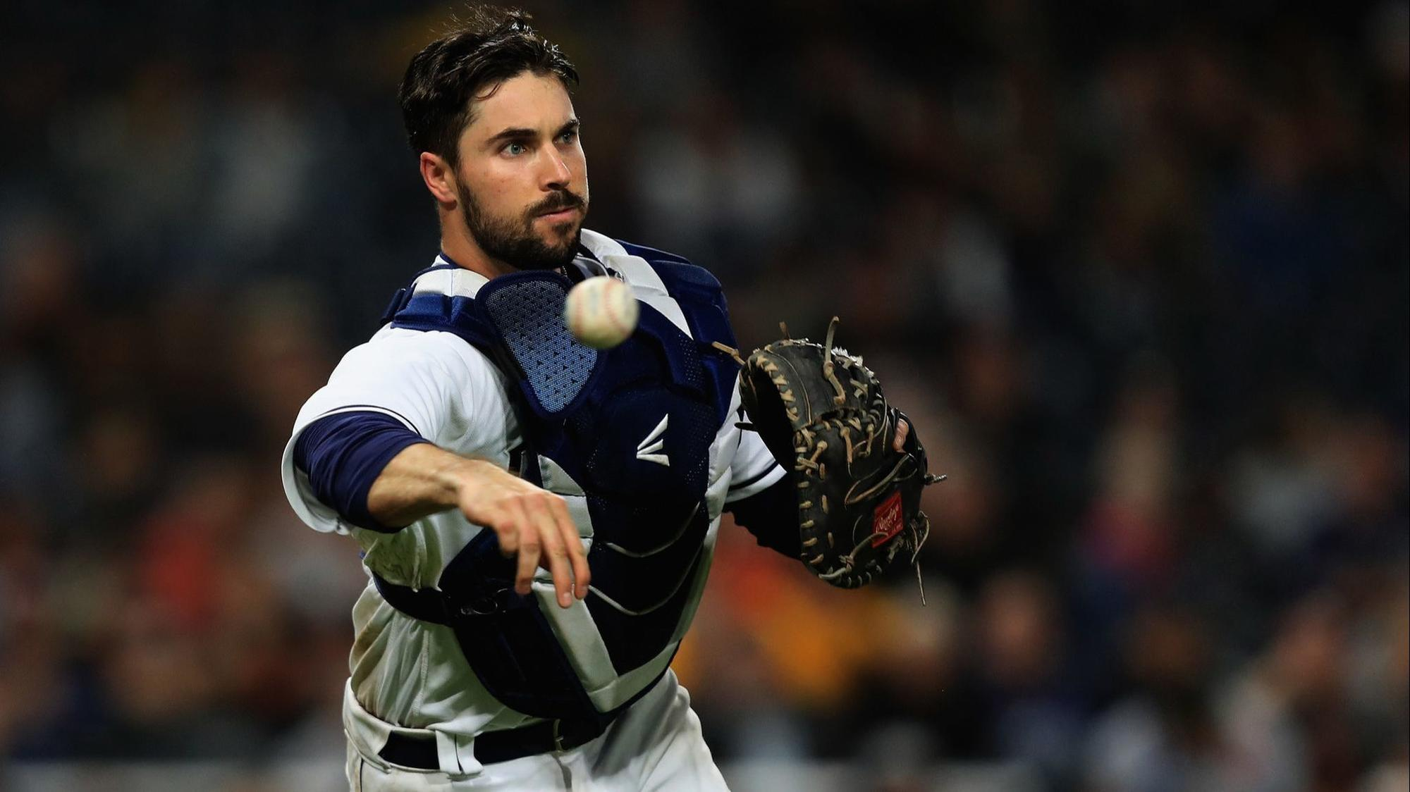 Sd-sp-padres-first-pitch-austin-hedges-throwing-20180508