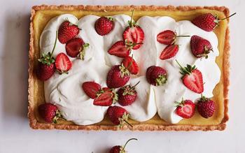 Lemon curd and strawberry tart
