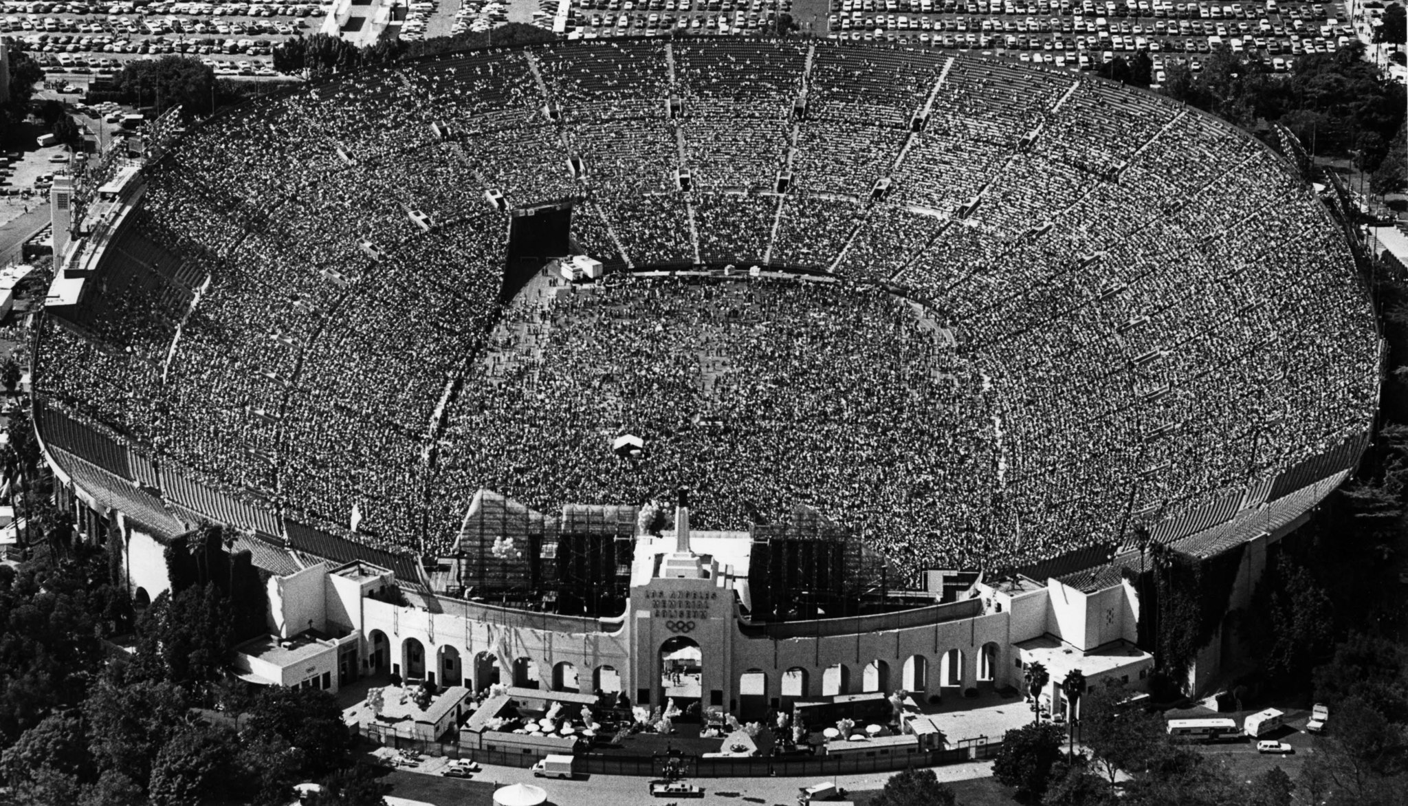 Oct. 11, 1981: An aerial view of the Los Angeles Memorial Coliseum shortly before the start of a Rol