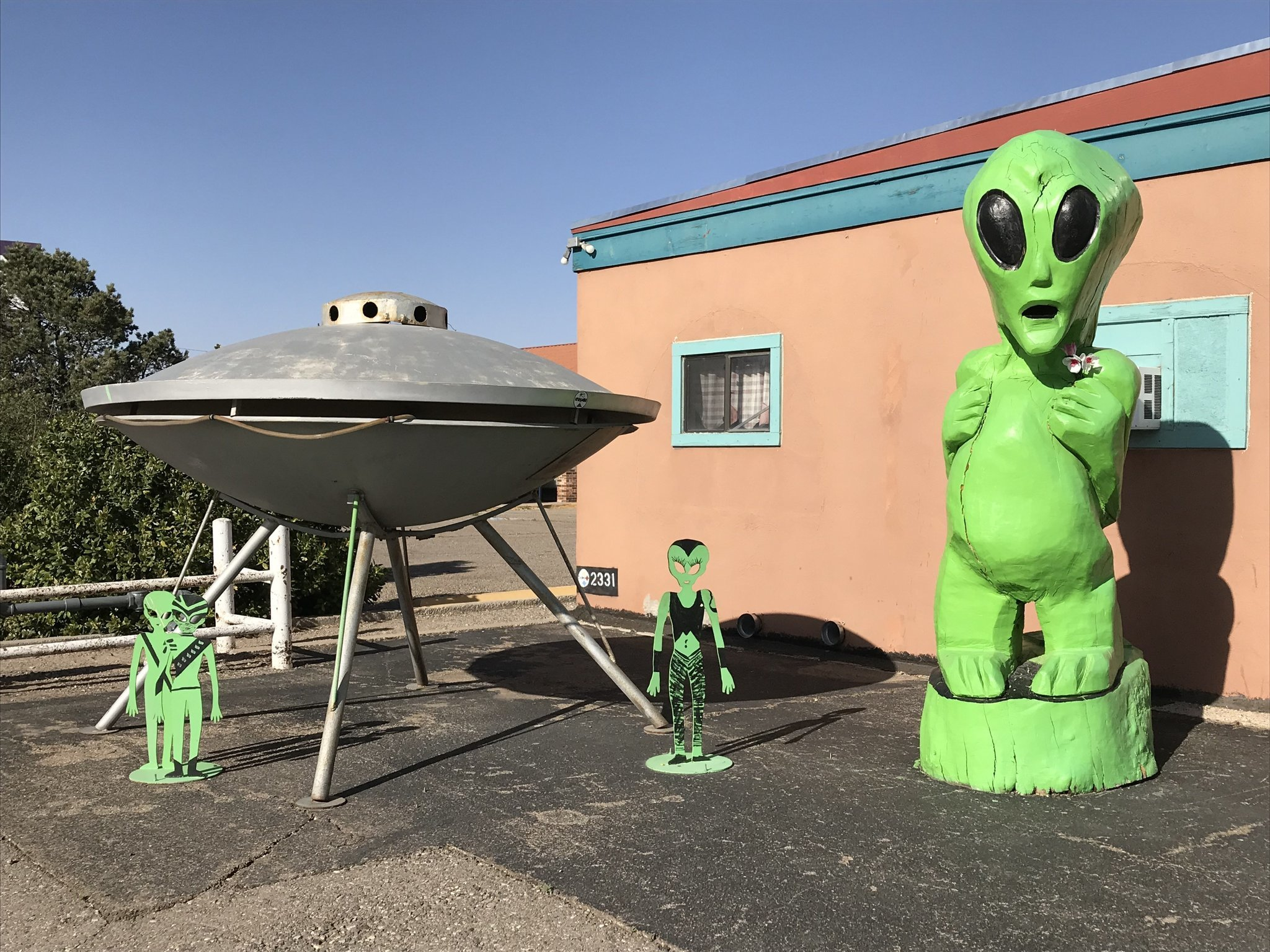 Aliens large and small populate Roswell, N.M.