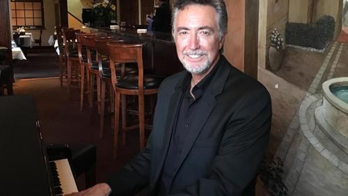Piano man marks 25th year at North County restaurant