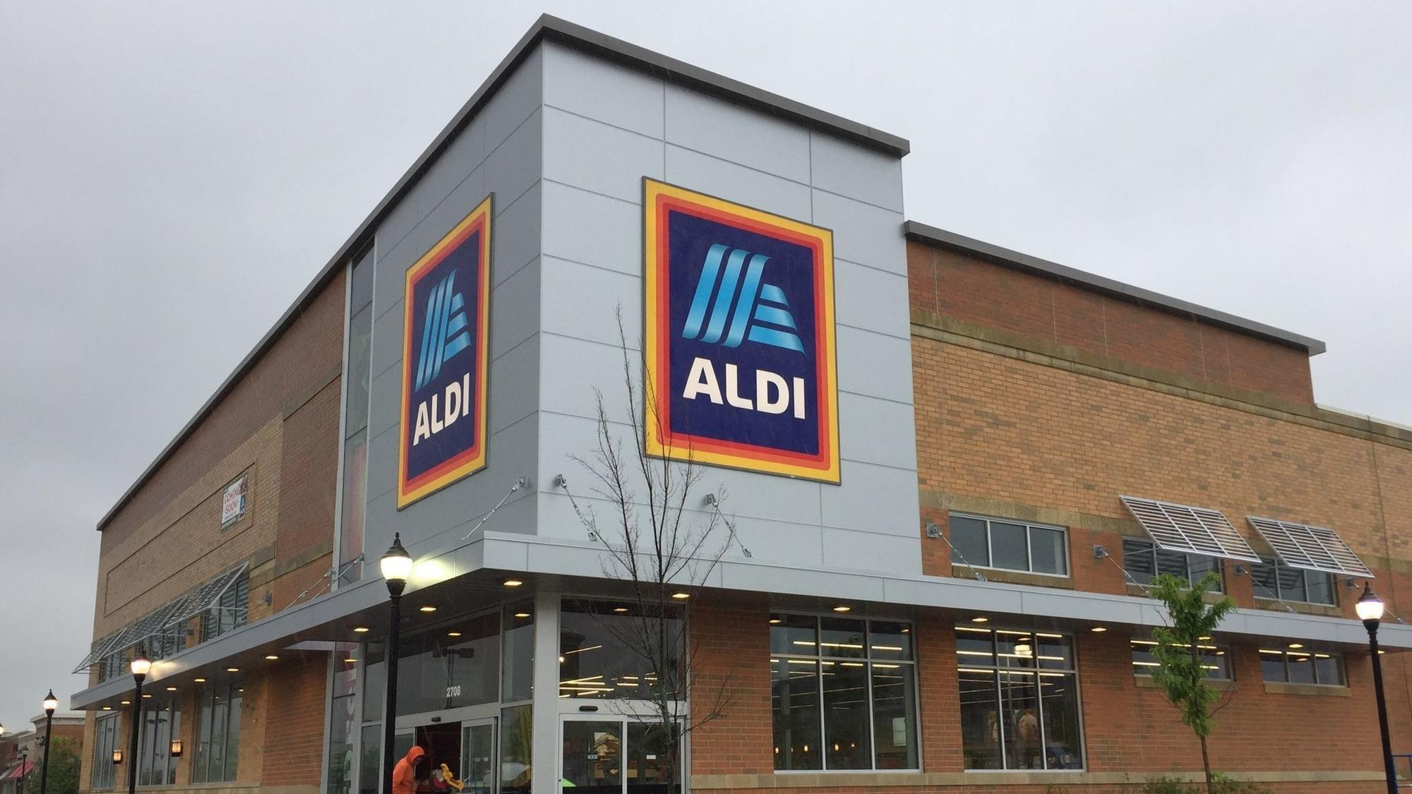 aldi with 39 modern 39 look scheduled to open friday in naperville crossings naperville sun. Black Bedroom Furniture Sets. Home Design Ideas