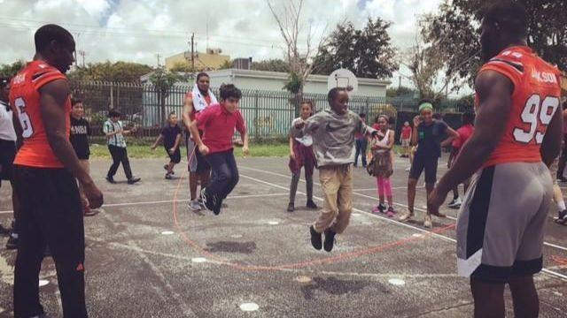Fl-sp-um-hurricanes-football-community-outreach-20180523