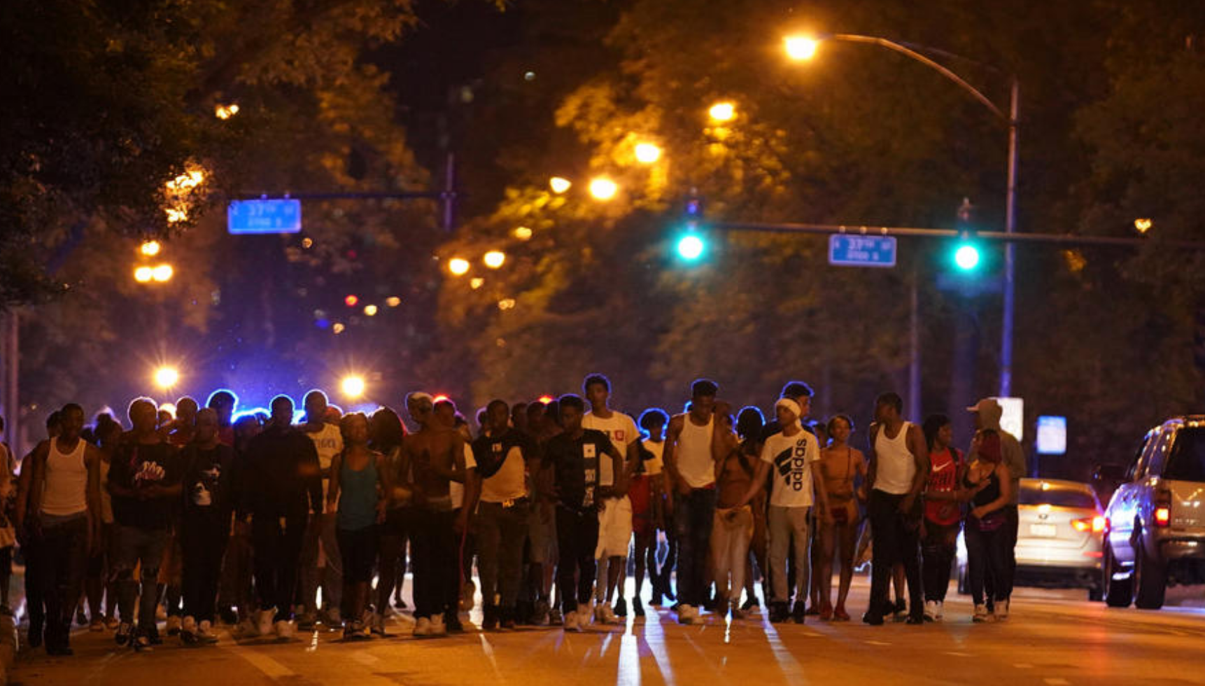 Police Try To Keep Peace Downtown, Along Lake By U0027directingu0027 Large Groups  Of Troublesome Teens To Express Trains   Chicago Tribune