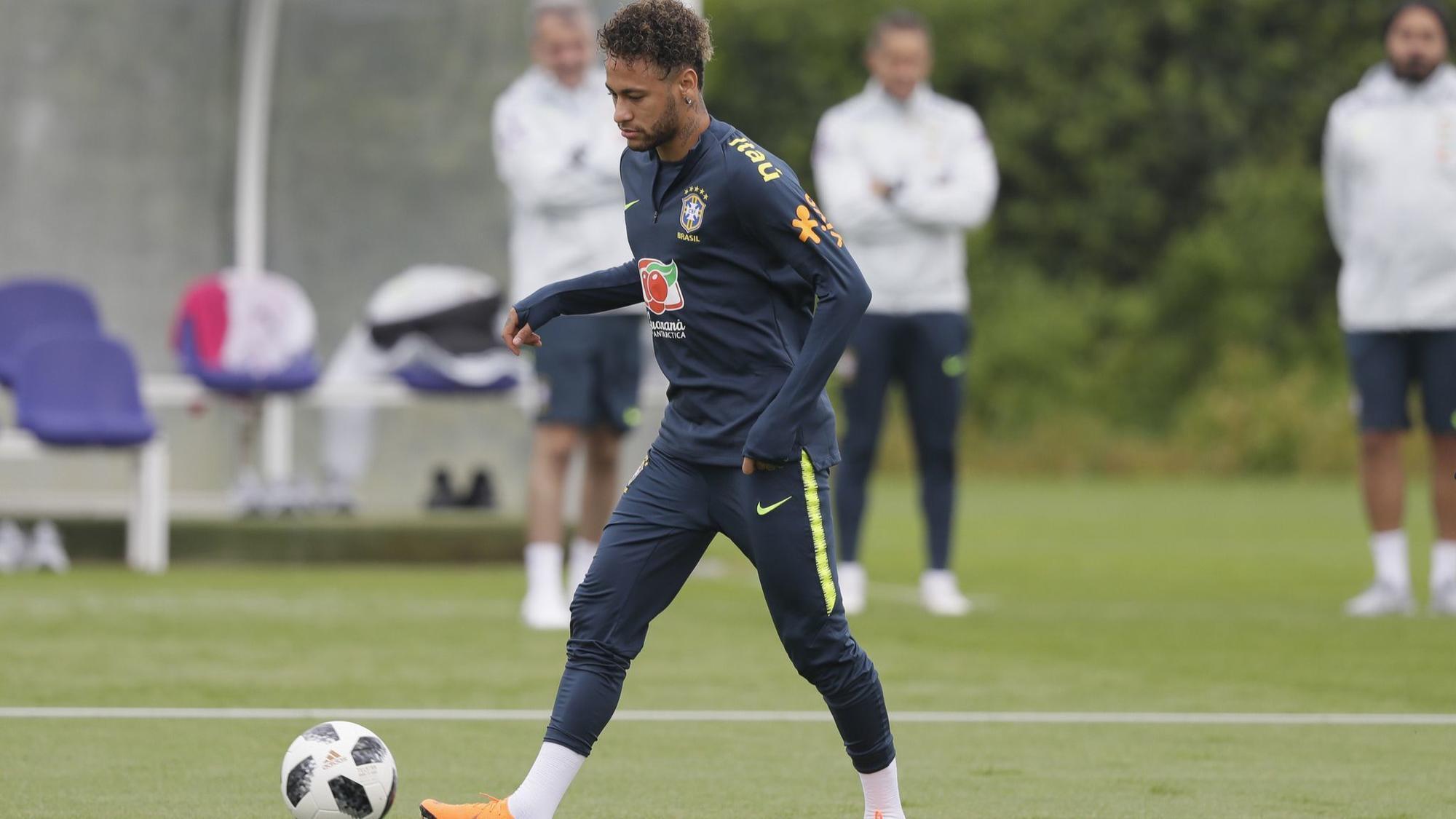 Fan Brazil lo lắng vì Neymar tái phát chấn thương