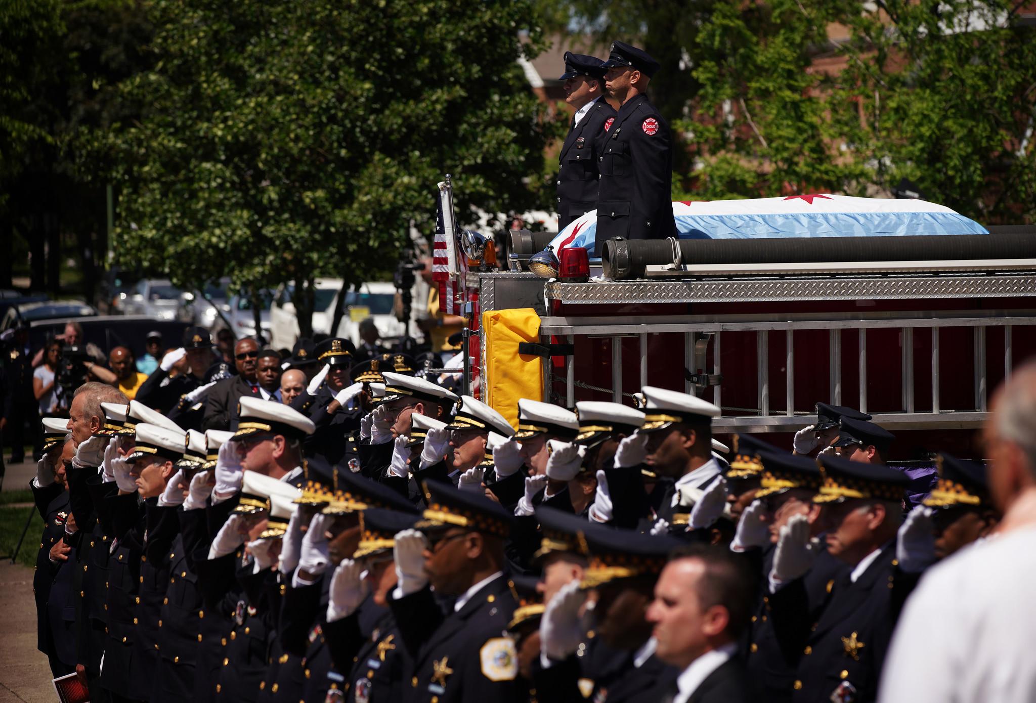 Ct-juan-bucio-chicago-diver-funeral-visitation-photos-20180603