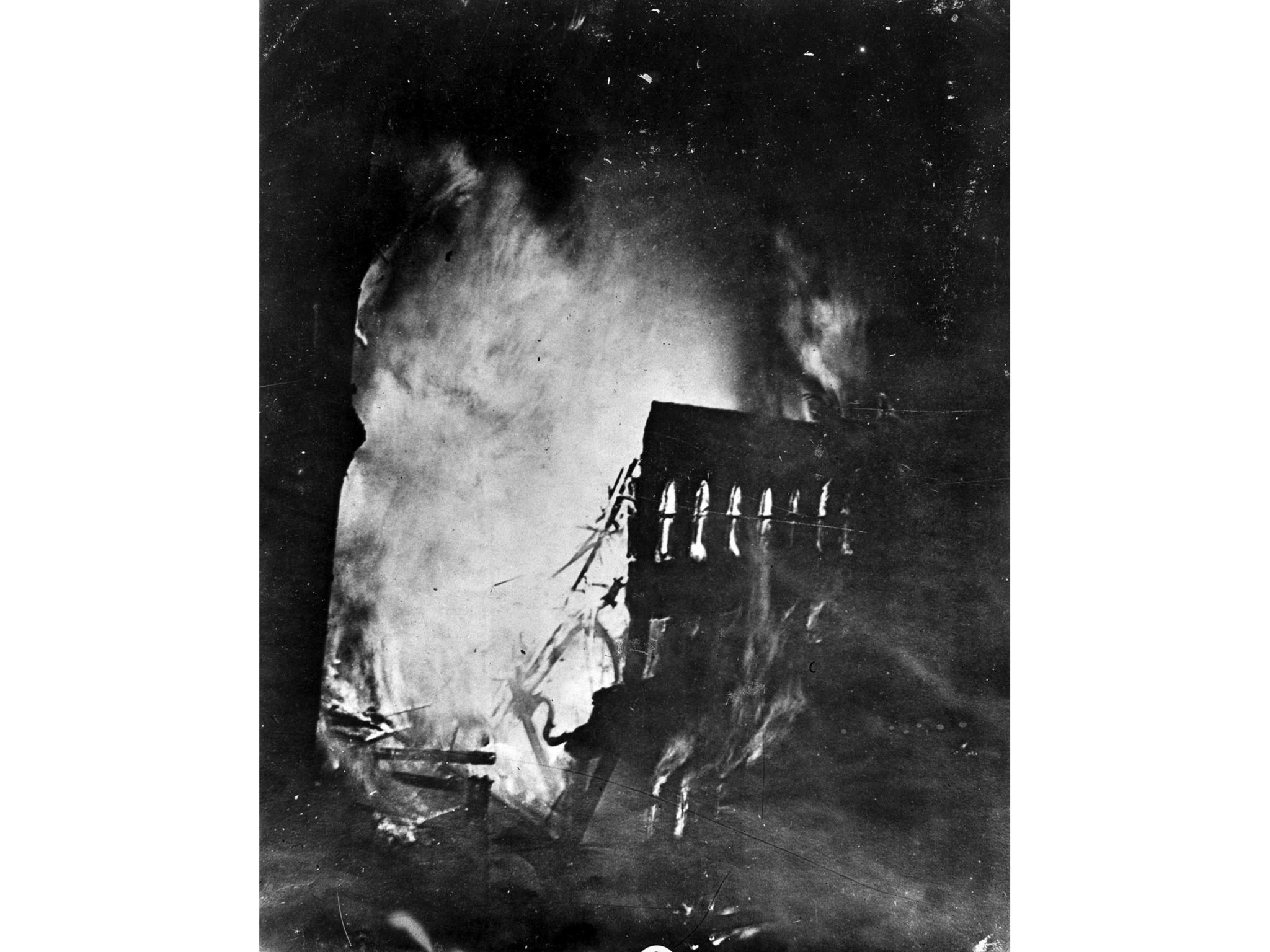Oct. 1, 1910: Thirty minutes after the explosion, fire consumes the Times building.